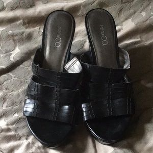 Black 8 1/2 shoes. Gently worn.